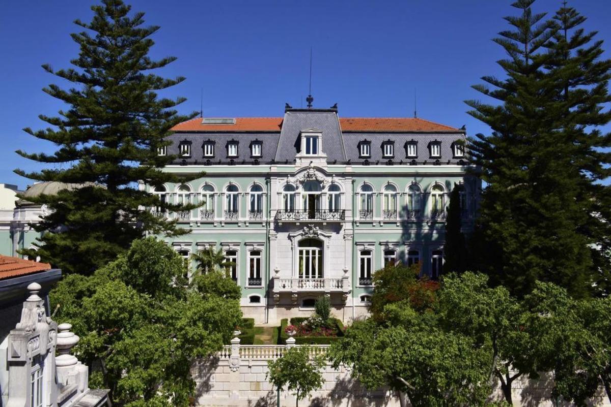 fachada do Hotel de luxo Pestana Palace para elopement de luxo em Portugal